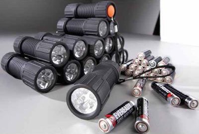 15 Cheapo Flashlights for $15 at Home Depot