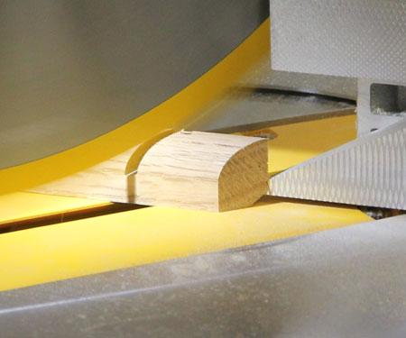 Dewalt-DWS780-Miter-Saw-XPS-Lighting-System-During-Cut
