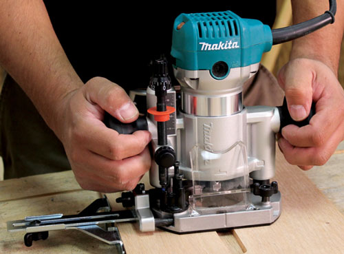 Makita Compact Router Plunge Base RT0700C