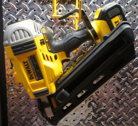 Dewalt 20V Brushless Cordless Framing Nailer DCN690