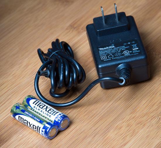 Makita Jobsite Radio LXRM03B AC Adapter and Batteries