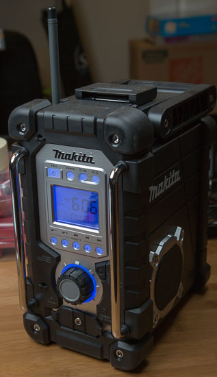 Makita Jobsite Radio LXRM03B Backlighting