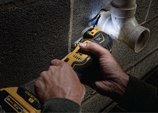 Dewalt DCS355D1 Cordless Brushless Multi Tool in Action