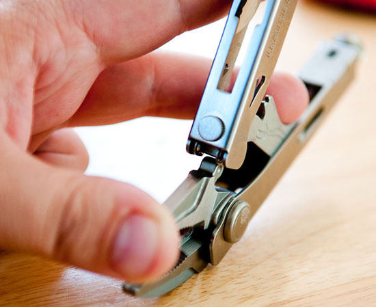 Leatherman Crunch Multi-Tool Opening Step 3