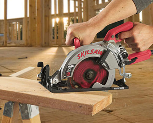 skil worm drive saw cutting wood