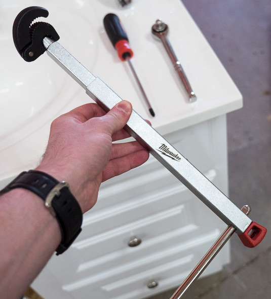 how to use a plumbers basin wrench