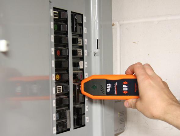 Review Klein Et300 Digital Circuit Breaker Finder