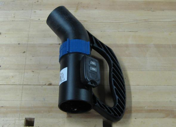 Mounting vacuum switch to Dust Right Nozzle
