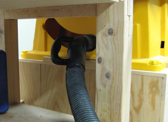 Using Dust Right Nozzle on the table saw