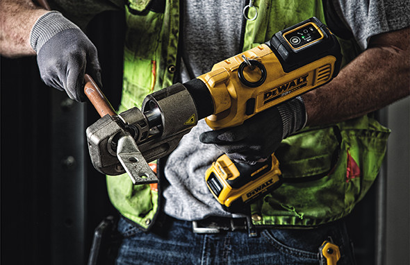 Dewalt DCE300 U-Type Cordless Crimper Application
