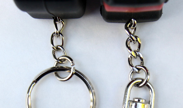 Comparing the chains of the Stanley FatMax and the Milwaukee keychain tape meaures