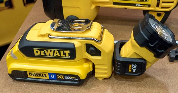 New Dewalt 20v Max Pivoting Head Led Worklight Dcl044
