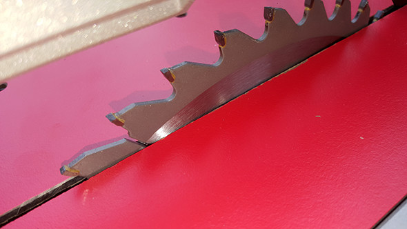 bosch-reaxx-table-saw-blade-chaffing