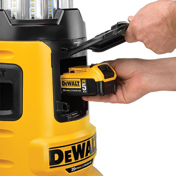 dewalt-dcl070-flexvolt-led-work-light-20v-battery-compartment