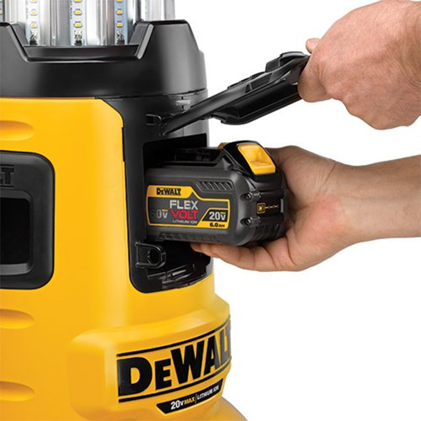 dewalt-dcl070-flexvolt-led-work-light-battery-compartment