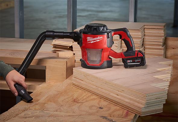 milwaukee-m18-hepa-hand-vac-cleaning-sawdust