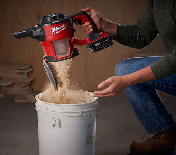 milwaukee-m18-hepa-hand-vac-emptying