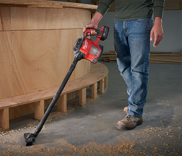 milwaukee-m18-hepa-hand-vac-floor-cleaning