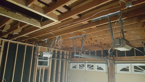 ridgid-hybrid-area-light-illuminating-ceiling