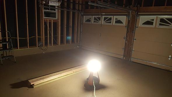 ridgid-led-upright-worklght-in-dark-room