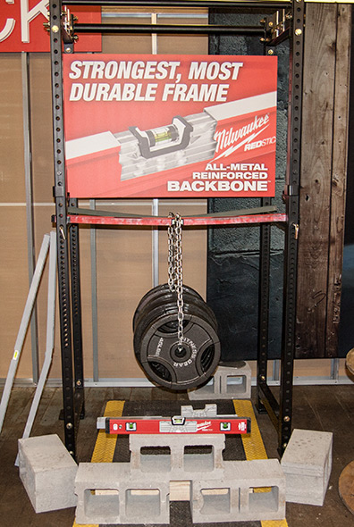 hanging-weights-off-the-milwaukee-redstick-box-level