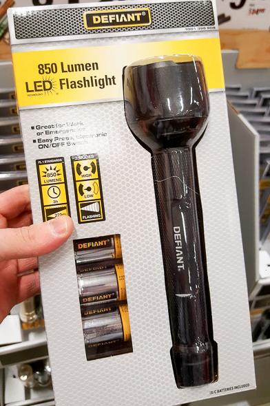 home-depot-black-friday-2016-tool-deals-defiant-850-lumen-led-flashlight