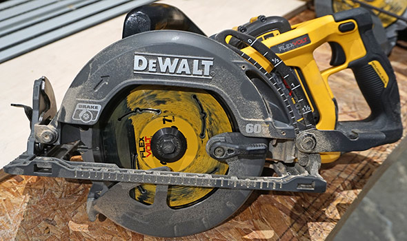 Демо-модель Dewalt Flexvolt Framing Saw Demo от Dewalt Experience 2017