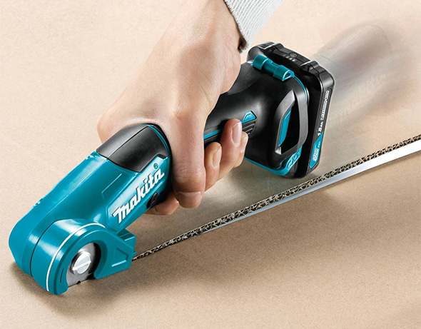 Makita 12V Multi-Cutter Cutting Cardboard