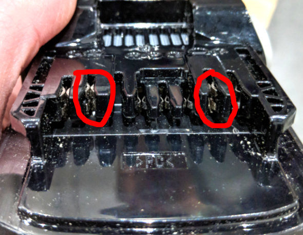 Hitachi MV split battery terminals circled