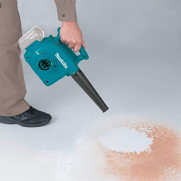 Makita XCV02Z Dust Extractor Blower in Blower Mode
