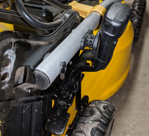 Dewalt 2x20V mower height adjustment interference