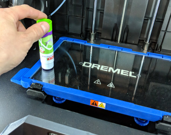 Dremel 3D45 spreading glue on the build surface