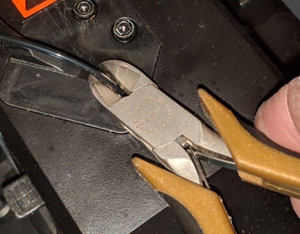Using diagonal pliers to cut filament
