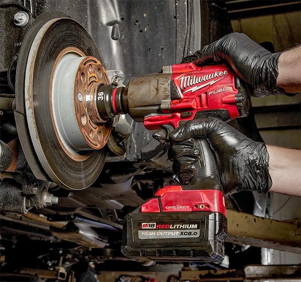 Milwaukee Shockwave Impact Socket with M18 Impact Wrench